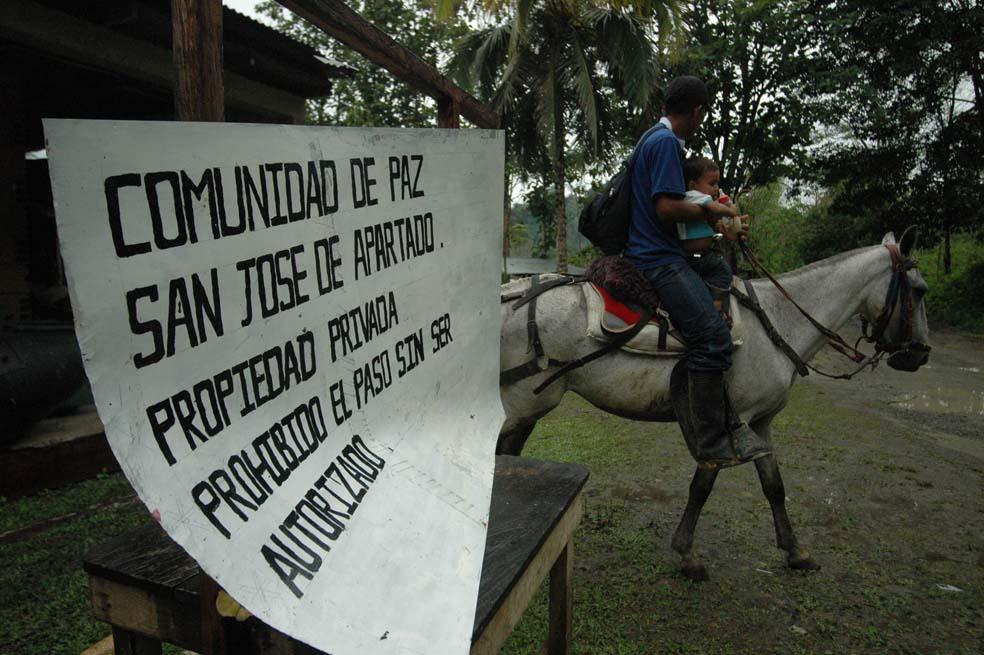 Urabá Guerra e injusticia en reciclamiento sin fin: Comunidad de Paz San José de Apartadó - san_jose_de_apartado_lusi_benavides_4