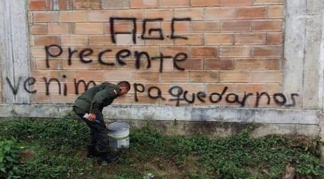 Urabá Paramilitares controlan las 32 veredas de San José de Apartadó - Grafitis-AGC-San-Jose-Apartado-Comunidad-Paz_19-04-16_Foto-Acasa_02-1068x566-2