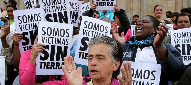 """""""Nuestra mayor preocupación está en las víctimas, de todos los rincones del país"""", Francisco de Roux - victimas-sin-tierra"""