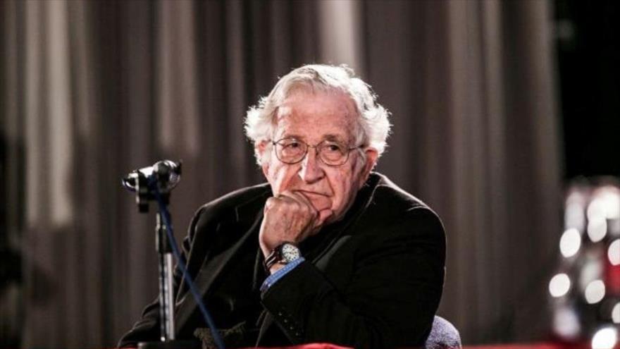 Intelectuales contra el golpe - Noam-Chomsky.