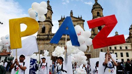 Entrevista: Proceso de paz en Colombia: desconocer protocolos equivale a cerrar la puerta y botar la llave de los apoyos internacionales - colombia-paz-farc-1920-2