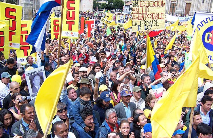 Sindicalismo en Colombia permanece bajo amenazas de muerte - cut
