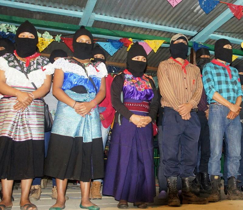 El EZLN celebra los 25 años del levantamiento armado declarando la guerra al olvido - Guardia-indígena-zapatista.-La-realidad-Selva-Lacandona.-Foto-Carlos-de-Urabá.
