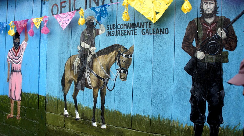El EZLN celebra los 25 años del levantamiento armado declarando la guerra al olvido - Murales-zapaatistas-en-la-Realidad-Selva-lacandona.-Foto-Carlos-de-Urabá