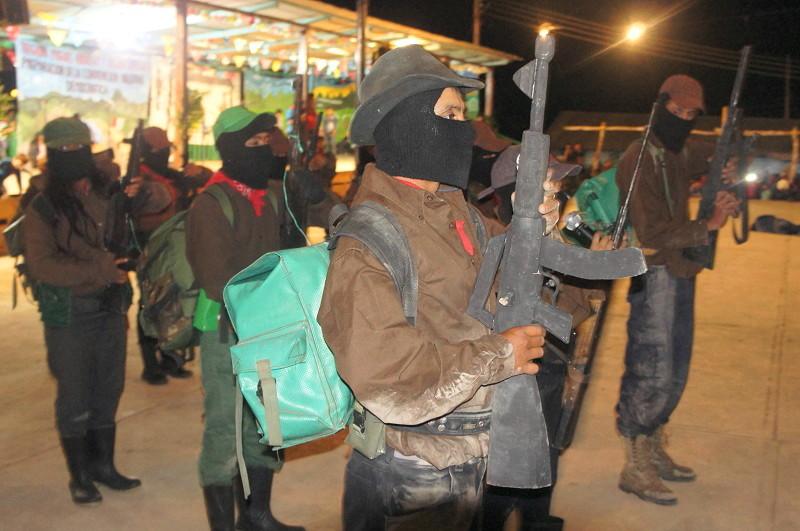 El EZLN celebra los 25 años del levantamiento armado declarando la guerra al olvido - Resistencia-indígena.-Unidades-guerrilleras-del-EZLN.-Foto-Carlos-de-Urabá