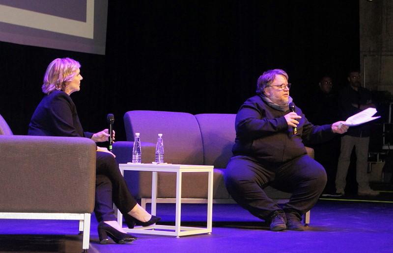Guillermo del Toro abanderado del proyecto globalizador y alienante de Netflix - Conferencia-de-Guillermo-del-Toro-y-Melissa-Gibb-Netflix-en-la-FICG-2019.-Foto-Carlos-de-Urabá.