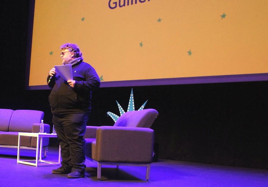 Guillermo del Toro abanderado del proyecto globalizador y alienante de Netflix - Guillermo-del-Toro-en-su-presentación-del-FICG.-Foto-Carlos-de-Urabá