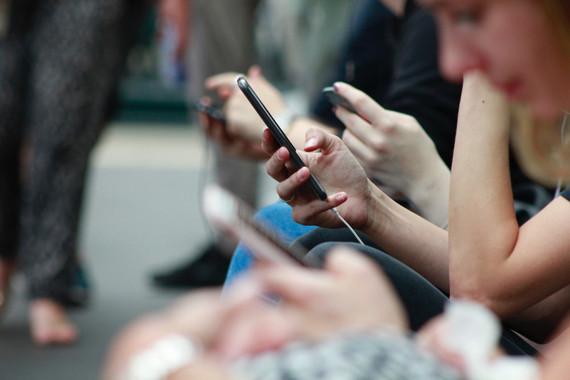 Si usas compulsivamente el móvil tendrás menos amigos y más estrés - Si-usas-compulsivamente-el-movil-tendras-menos-amigos-y-mas-estres_image_380