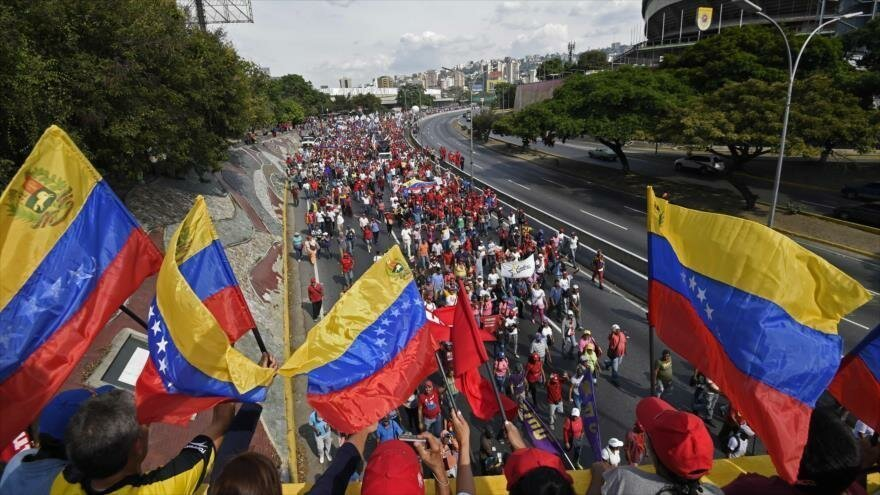 Maduro y Guaidó confirman acercamientos a un diálogo en Noruega - 09045782_xl