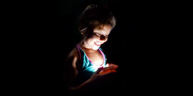 Un proyecto social español entrega lámparas solares en la Amazonía y África - th_1cce678baa2865fe866ba90e481edd63_LightHumanity