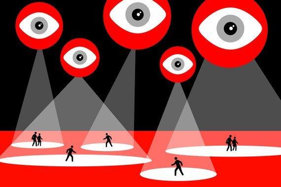 El triple alegato de 1984: contra el totalitarismo, la vigilancia y la desinformación - El-triple-alegato-de-1984-contra-el-totalitarismo-la-vigilancia-y-la-desinformacion_image_380