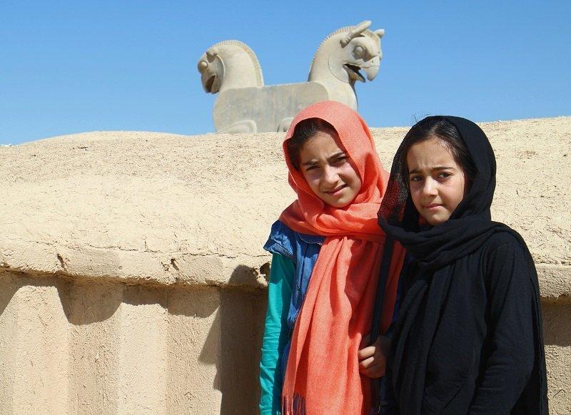 Guerra cibernética y embargo para implosionar la República Islámica de Irán - Niñas-de-Persépolis.-Foto-Carlos-de-Urabá