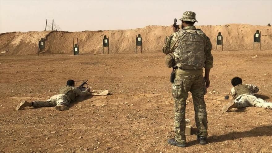 Miembros del grupo terrorista llamado Maghawir al-Thawra, reciben entrenamientos por EE.UU. en la base de Al-Tanf, suroeste, de Siria. (Foto: AP)