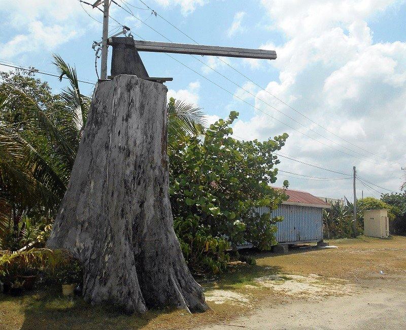Narco huracán azota Belice - Monumento-al-hacha-Belice-City.-Foto-Carlos-de-Urabá.