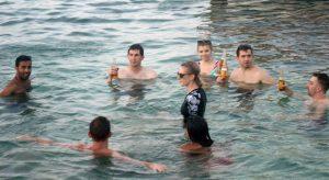 Narco huracán azota Belice - Turistas-en-los-arrecifes-de-coral-Belice.-Foto-Carlos-de-Urabá-300x164