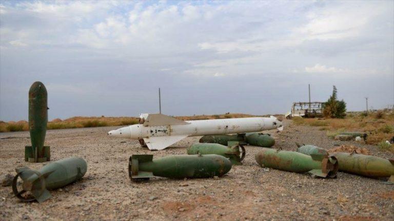 Equipamientos militares de EE.UU. abandonados en la base aérea de Al-Tabqa, en el norte de Siria, 16 de octubre de 2019. (Foto: AFP)