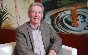 El químico francés Jean-Pierre Sauvage ha sido uno de los ponentes en el festival científico Passion For Knowledge, celebrado esta semana en San Sebastián. Imagen en el Teatro Victoria Eugenia. / Adeline Marcos (SINC)