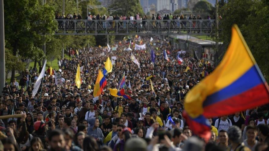 Colombianos se manifiestan contra el Gobierno de Iván Duque en la capital Bogotá, 27 de noviembre de 2019. (Foto: AFP)