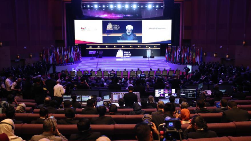 El presidente de Irán, Hasan Rohani, habla en la Cumbre Internacional de Kuala Lumpur, 19 de diciembre de 2019. (Foto: president.ir)