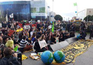 Miembros del Friday For Future manifestándose el viernes ante la COP25. / SINC