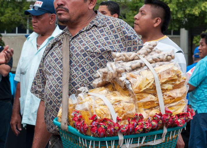 Más de dos millones de colombianos sobreviven con el rebusque - ambulante