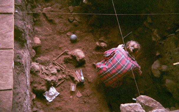 Fotografía tomada en 1994 durante las excavaciones en el yacimiento de Camerún. / Isabelle Ribot