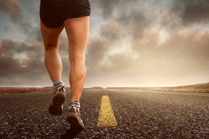 La actividad física de intensidad moderada se recomienda a la población general para fomentar un buen estado de salud. / Pixabay