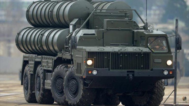 Sistema ruso de defensa aérea S-400, similar en apariencia al S-500.