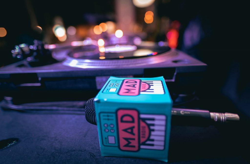 Mad Radio, una comunidad que vive, respira y trabaja por la música alternativa en Colombia - Mad-Radio-6-1024x674