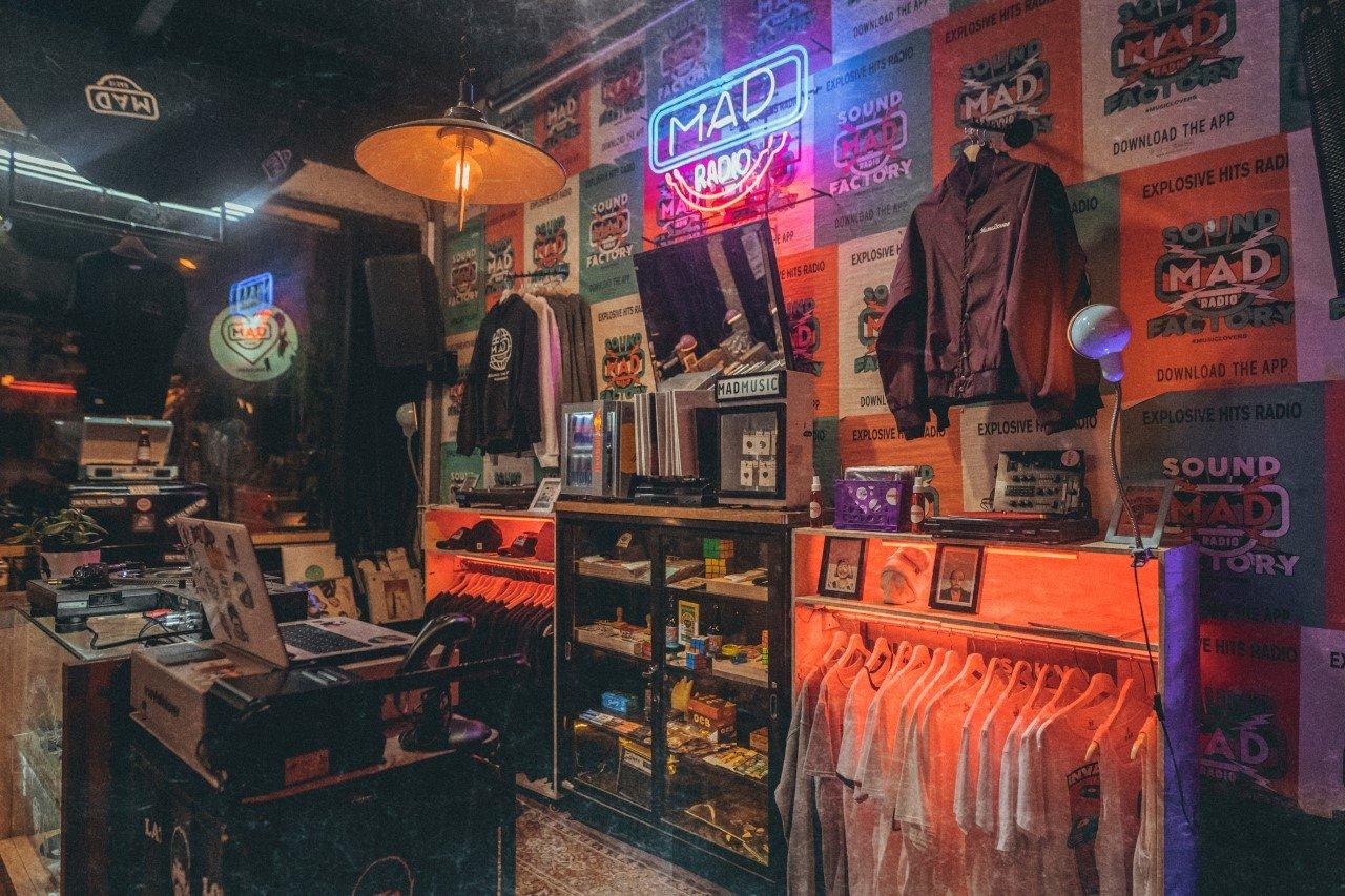 Mad Radio, una comunidad que vive, respira y trabaja por la música alternativa en Colombia - Mad-Radio-8