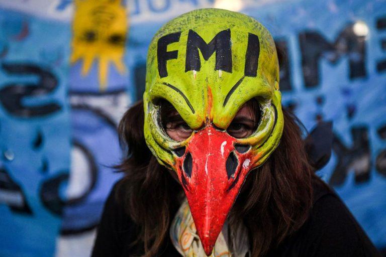 Una manifestante, durante las protestas contra el acuerdo entre Argentina y el FMI, en Buenos Aires, el 9 de mayo de 2019. GETTY