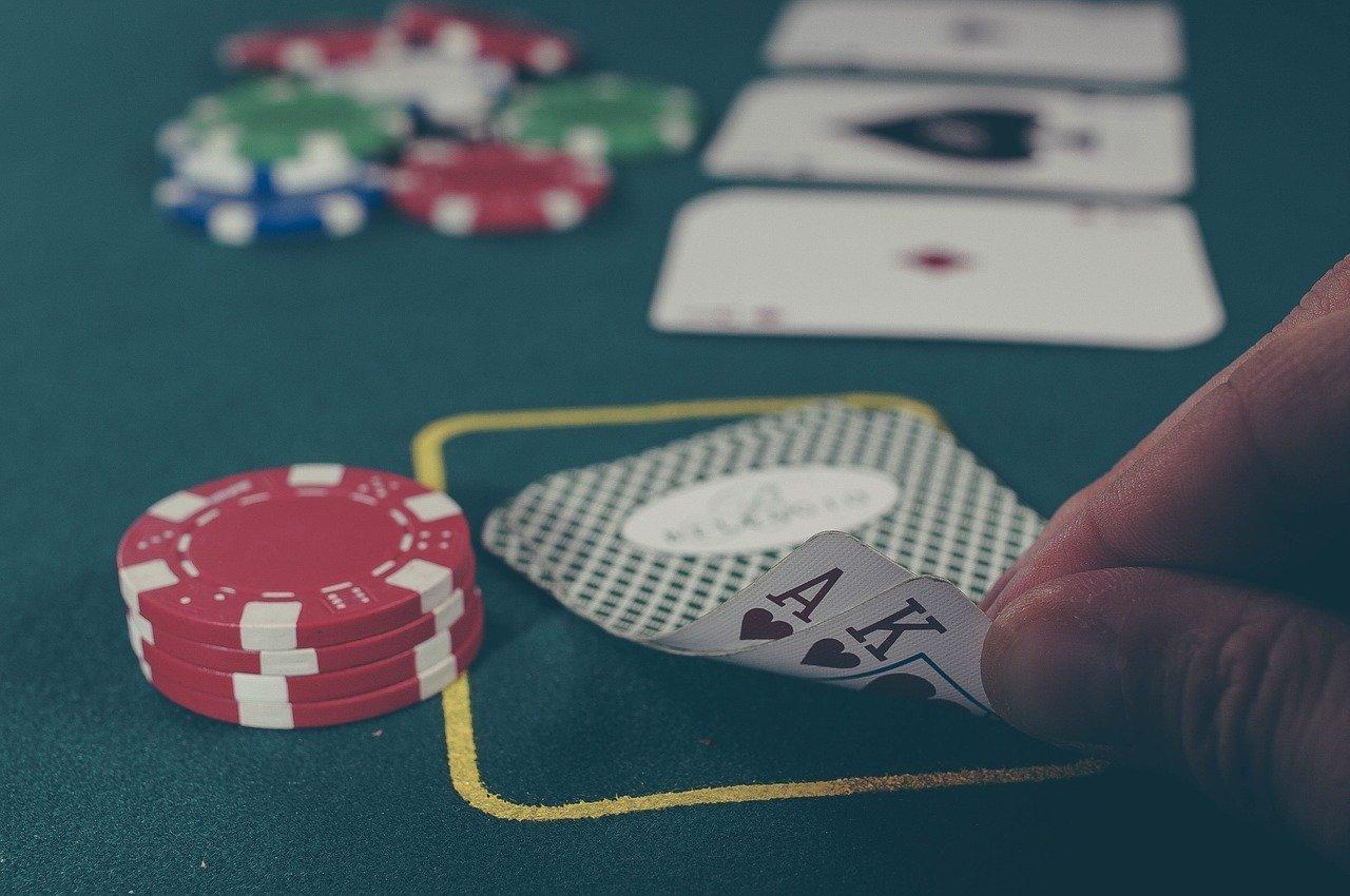 Cosas que debes tomar en cuenta antes de realizar una apuesta este 2020 - cards-1030852_1280