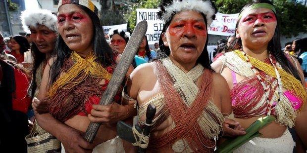 Indígenas de la etnia Waorani, de la Amazonía ecuatoriana, en la protesta. EFE/ Jose Jacome