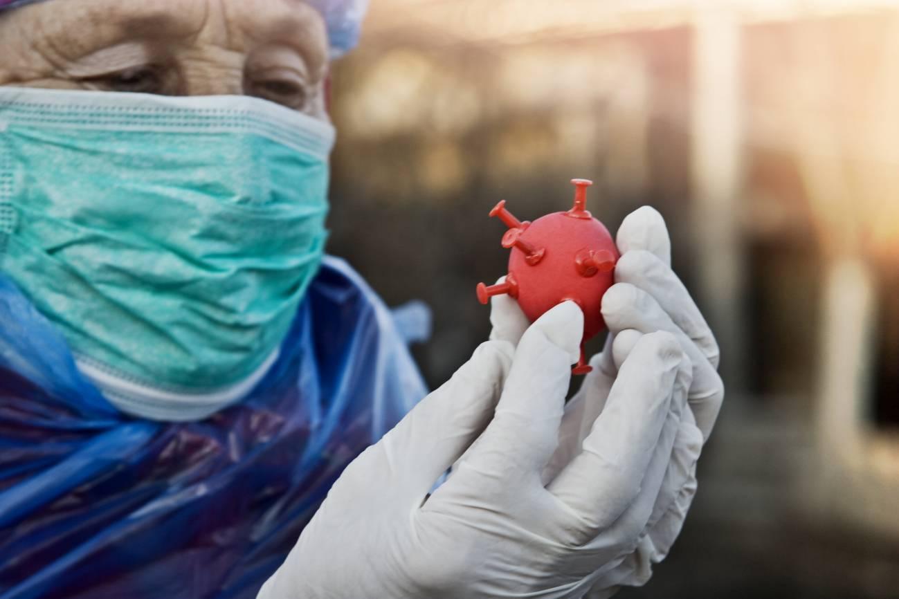 El coronavirus es capaz de acabar con la vida de algunas personas mientras que otras apenas sufren unos síntomas más o menos incómodos. / Adobe Stock