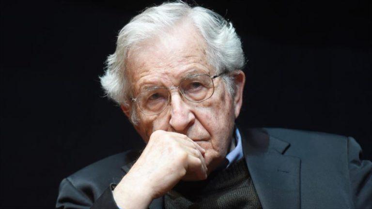 El célebre politólogo y lingüista estadounidenses Noam Chomsky.