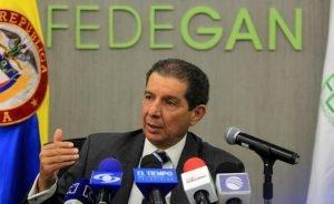 Presidente de Fedegan, José Félix Lafaurie, se pronuncia acerca del segundo brote de fiebre Aftosa.  Foto: Agencia Colprensa - descarga-300x184