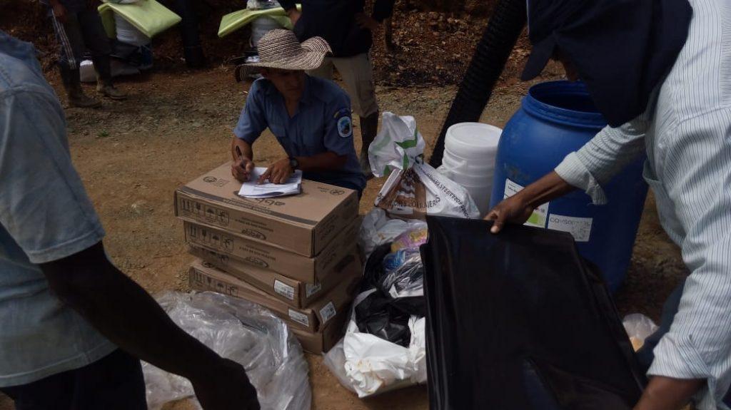 Familias campesinas del Cauca ubicadas en zona de amortiguación del Parque Nacional Natural Munchique reciben insumos para disminuir presión a las fuentes hídricas - entrega-inusmos-REP-Playarica-12-1024x575