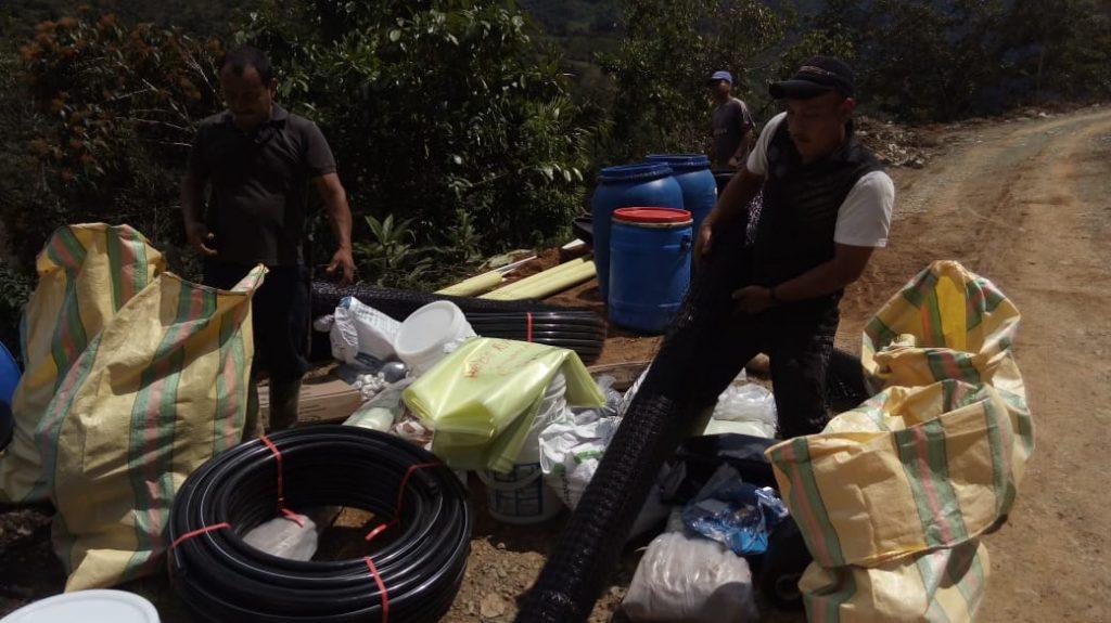 Familias campesinas del Cauca ubicadas en zona de amortiguación del Parque Nacional Natural Munchique reciben insumos para disminuir presión a las fuentes hídricas - entrega-inusmos-REP-Playarica-9-1024x575
