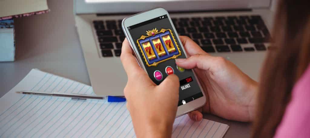 Juegos y apuestas, en Colombia el 90% de las apuestas en línea se realizan con el fútbol - juegos-online-1024x457-1