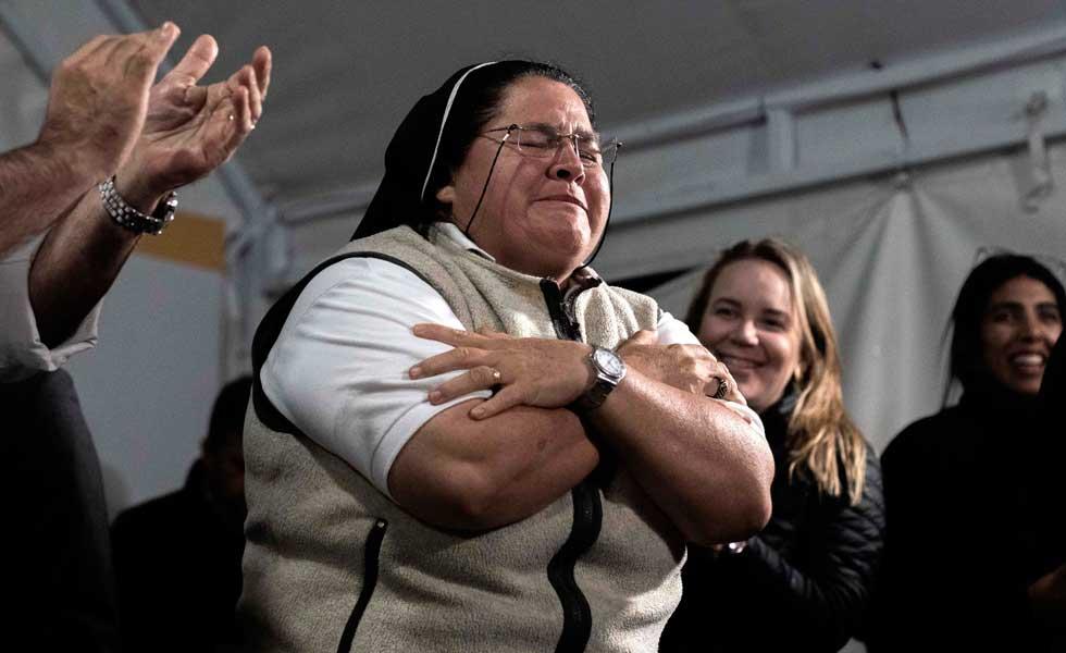 La acción de gracias al demonio que avergonzó a los colombianos - Monja-Marcha-Uribe-Indagatoria-Corte-Religiosa-EFE