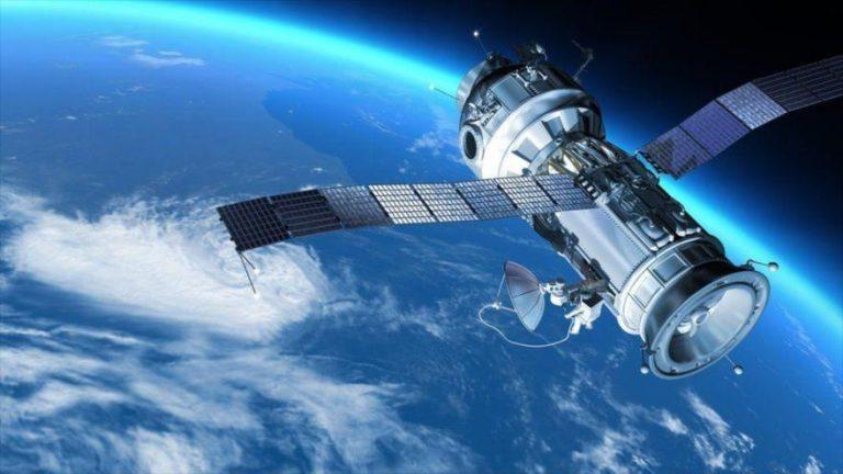 Estudio muestra que el campo magnético de la Tierra causa perturbaciones técnicas en los satélites.