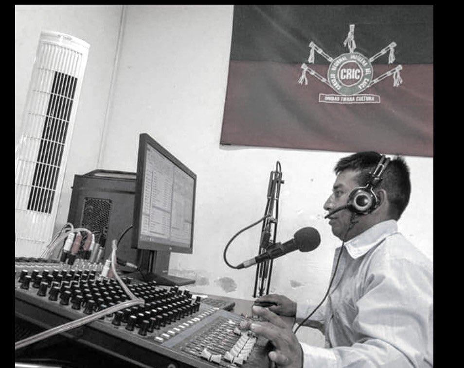 Los comuneros fueron agredidos con arma de fuego en desalojo en Corinto, Cauca Ejercito asesina a periodista indígena - EfU098IXsAU6Cmj