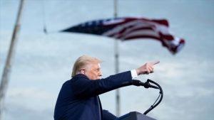 El presidente de EE.UU., Donald Trump, ofrece un discurso en su mitin electoral en Florida, 24 de septiembre de 2020. (Foto: AFP)