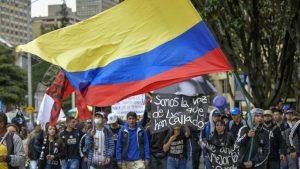 La protesta en las calles de Bogotá, este miércoles. RAÚL ARBOLEDA AFP - 1574889343_816527_1574907865_noticia_fotograma-300x169