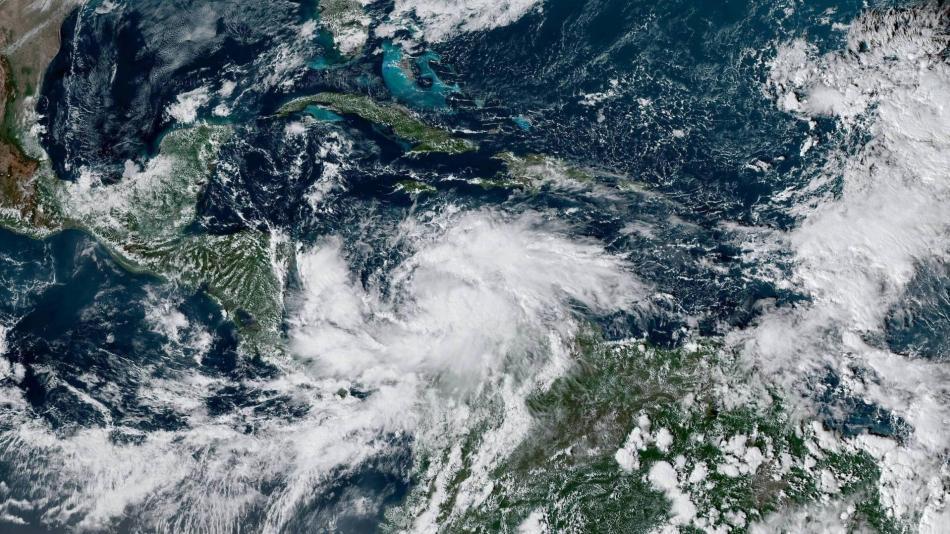 El huracán Iota, de categoría 5, arrasa Providencia - 5fb1e65576ad9.r_1605579946387.553-532-2722-1609-1