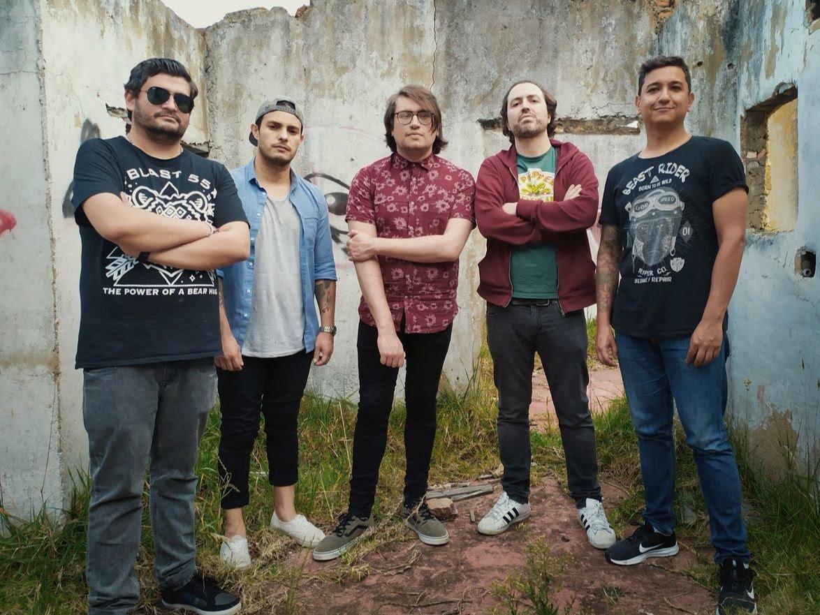 La banda colombiana Blast55 les canta la tabla a los políticos con 'Falsos héroes' - unnamed-14-2