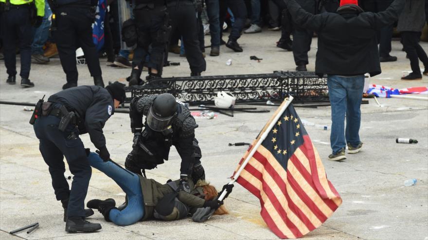 Saldo de caos en Capitolio de EEUU: cuatro muertos y 52 detenidos - 06584533_xl
