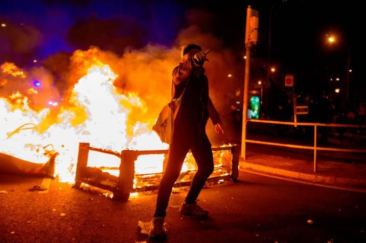 Barcelona vive sexta jornada de protestas contra arresto de Hasél - 91fdcc15a8f5a40fc72e2b90bd309a2434d44678_5371979_20210218095355
