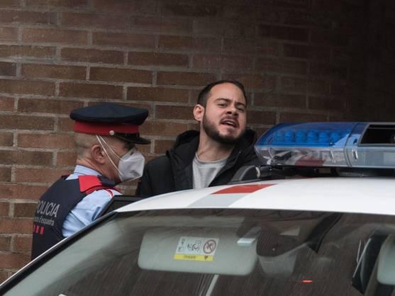 Policía española reprime protesta por detención del rapero Hasél - por-que-entra-en-prision-pablo-hasel-estos-son-los-tuits-y-la-cancion-que-le-han-llevado-a-la-carcel