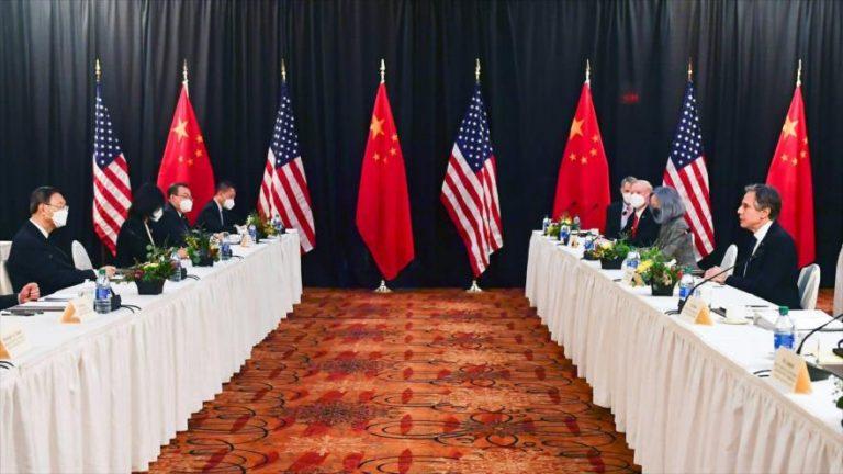 Las primeras conversaciones en persona entre los funcionarios de China y EE.UU. de Joe Biden, Alaska, 18 de marzo de 2021. (Foto: Reuters)